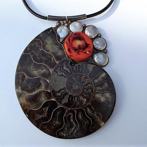 Wisior srebro, amonit, koral, perły
